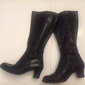 Born black leather heeled boots sz 8.5 40
